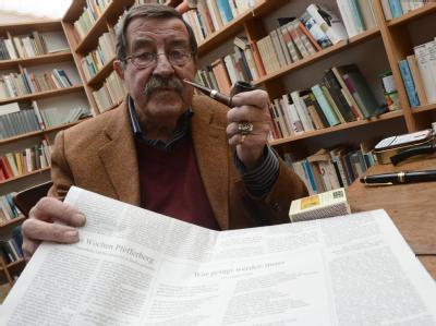 Der Literaturnobelpreisträger Günter Grass äußert sich in seinem Atelier in Behlendorf zu seinem umstrittenen Israel-Iran-Gedicht. Foto: Marcus Brandt