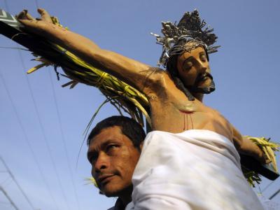 Christen in El Salvador erinnern an den Leidensweg Christi. Foto: Roberto Escobar