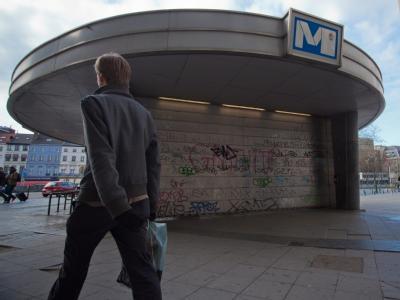 Die geschlossene Metro-Station Porte de Namur in Brüssel. Foto: Julien Warnard