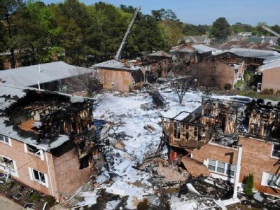US-Kampfjet stürzt in Wohnkomplex - Sieben Verletzte