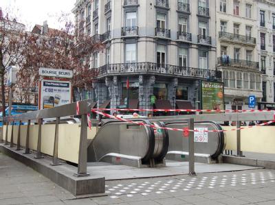 Die U-Bahnstation Bourse/Beurs im Zentrum von Brüssel ist mit Flatterband abgesperrt. Foto:Martina Herzog