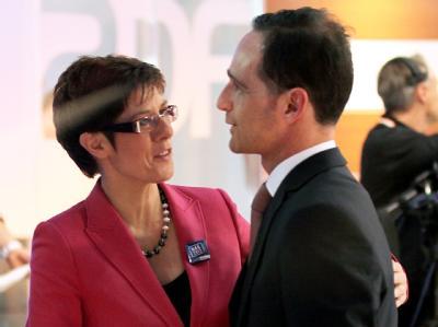 Annegret Kramp-Karrenbauer, Spitzenkandidatin der CDU bei der Landtagswahl im Saarland, und Heiko Maas, der Spitzenkandidat der SPD. Foto: Roland Holschneider