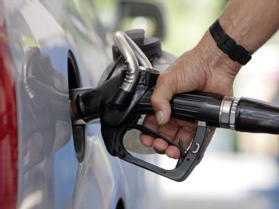 Die Kanzlerin hält eine Erhöhung der Pendlerpauschale für keine geeignete Maßnahme gegen die anhaltend hohen Benzinpreise. Foto: Andreas Gebert