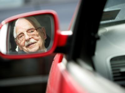 Hamburgs Innensenator Michael Neumann regt eine neue Debatte über die Fahrtauglichkeit von Senioren an. Foto: Rolf Vennenbernd
