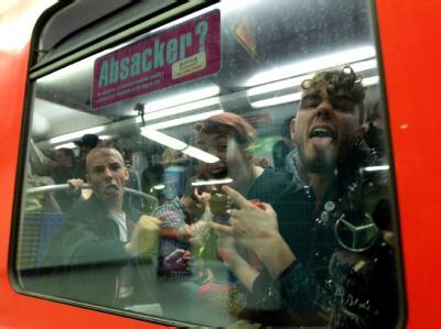 'Abschiedstrinken' in Hamburger U-Bahn