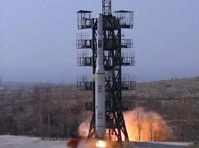 Kann eine Rakete für Satelliten auch einen Atomsprengkopf mit sich tragen? Foto: KCNA