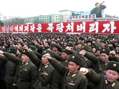 Kampf-Pose: Nordkoreanische Soldaten bei einer Demonstration gegen Südkorea. Foto: KCNA/Archiv