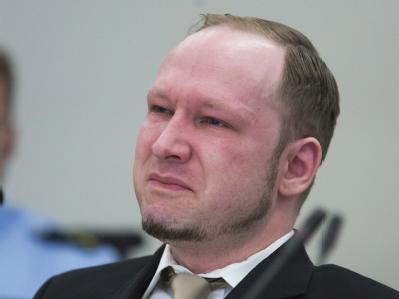 Als die Anklage ein Video vorführt, weint der Massenmörder. Foto: Heiko Junge