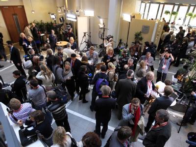 Notwendige Information oder Bühne für einen Massenmörder? Der Breivik-Prozess stellt die Journalisten vor große Herausforderungen. Foto: Lise Aserud