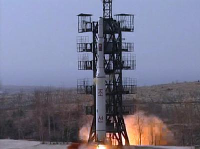 Start der «Unha-2»-Rakete im April 2012: Nordkorea hebt sein Moratorium für Atomversuche auf. Foto: KCNA / Archiv