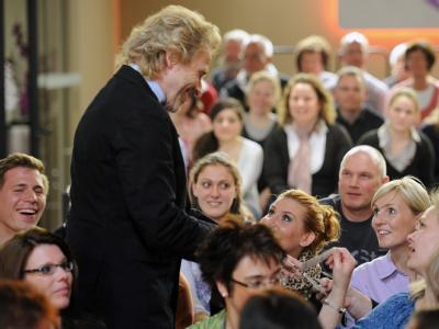 Gottschalk inmitten seines Publikums: «Ich geb' meinen (Job) frei demnächst. Ich gehe mit gutem Beispiel voran (...).» Foto: Hannibal