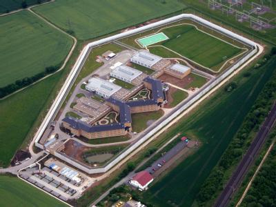 In der Justizvollzugsanstalt Rosdorf (Foto vom 6.6.2007) entsteht jetzt ein Neubau für Sicherungsverwahrte. Foto: Stefan Rampfel/Archiv