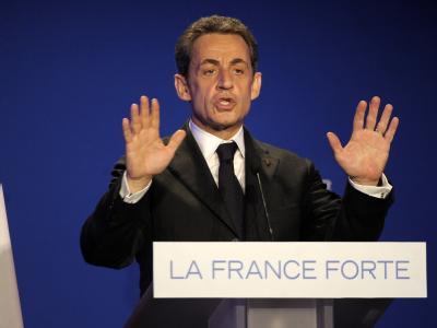 Nicolas Sarkozy liegt in allen Umfragen klar hinter dem sozialistischen Spitzenkandidaten François Hollande. Bei der Stimmabgabe gab er sich jedoch entspannt. Foto: Christophe Karaba