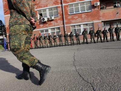 Serbien organisiert Kommunalwahlen. Die gelten zwar nicht für die Serben im Nachbarland Kosovo, doch die wollen mitmachen. Die Emotionen gehen hoch. Die Bundeswehr schickt zusätzlich Soldaten. Foto: Valdrin Xhemaj