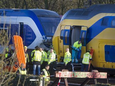 Ein Schnellzug und ein doppelstöckiger Regionalzug sind in Amsterdam zusammengeprallt. Foto: Evert Elzinga