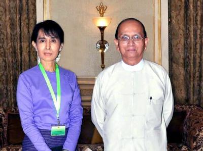 Aung San Suu Kyi und Birmas Präsident Thein Sein. Schwere Schlappe für Birmas Reformpräsident Thein Sein: Friedensnobelpreisträgerin Suu Kyi boykottiert den geplanten Einzug ins Parlament. Foto: EPA/MNA