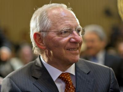 Bundesfinanzminister Wolfgang Schäuble geht davon aus, dass der Fiskalpakt trotz aller Widerstände plangemäß umgesetzt wird. Foto: Tim Brakemeier/ Archiv
