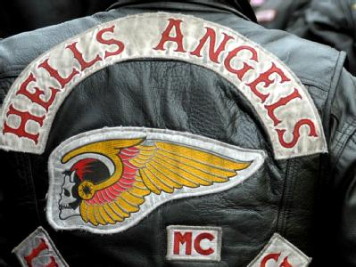 Ein Totenkopf mit Flügeln ist das Symbol der Motorradgang Hells Angels. Foto: Ronald Wittek/Archiv