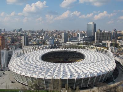 Olympiastadion in Kiew: Sämtliche 27 Mitglieder der EU-Kommission werden den Spielen der Fußball-Europameisterschaft in der Ukraine fernbleiben. Foto: Jens Kalaene/Archiv