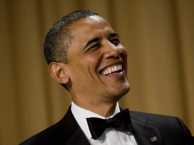 US-Präsident Obama scherzt vor Pressevertretern und Prominenten beim alljährlichen  Galadinner des Pressekorps. Foto: Kristoffer Tripplaar