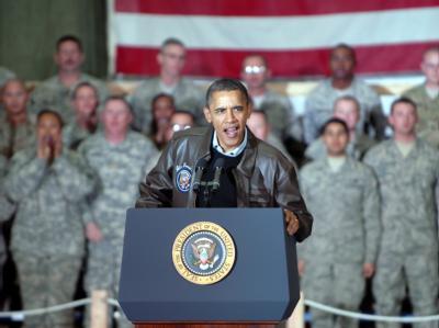 US-Präsident Barack Obama bei einem Überraschungsbesuch des US-Stützpunkts Bagram in der Nähe von Kabul am 03.12.2010. Foto: ISAF