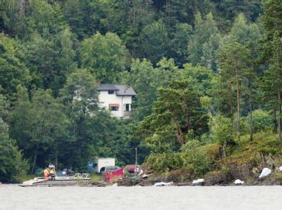 Ort des Grauens: Leblose Körper liegen am Ufer der Insel Utoya. Hier hatte Breivik am 22. Juli vergangenen Jahres 69 fast durchweg jugendliche Teilnehmer eines sozialdemokratischen Sommerlagers getötet. Foto: Kristoffer Oeverli Andersen/Archiv