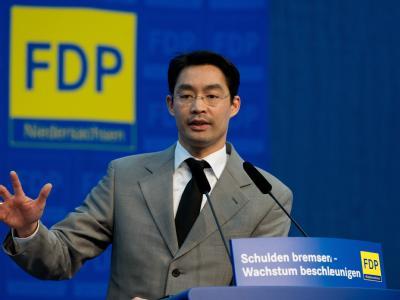 Philipp Rösler ist so unbeliebt beim Wähler wie nie.  Foto: Jochen Lübke