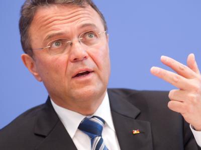 Bundesinnenminister Hans-Peter Friedrich fordert nationale Souveränität in allen Grenzfragen. Foto: Kay Nietfeld/Archiv