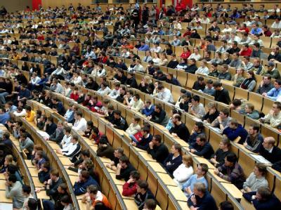 Der Bund soll künftig auch dauerhaft «Einrichtungen der Wissenschaft» an Hochschulen unterstützen können. Foto: Uli Deck/ Symbol