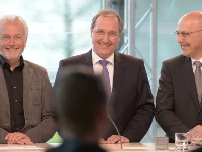 FDP-Spitzenkandidat Wolfgang Kubicki, CDU-Spitzenkandidat Jost de Jager und SPD-Spitzenkandidat Torsten Albig (l-r) nach Bekanntgabe der ersten Prognosen in einem TV-Studio. Foto: Carsten Rehder