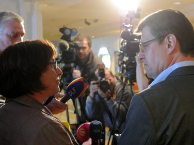 SPD-Landeschef Ralf Stegner (r.) und Eka von Kalben (Grüne) in Kiel nach den Sondierungsgesprächen. Foto: Carsten Rehder