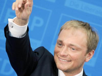 Trendwende geschafft: Der Spitzenkandidat der FDP in Nordrhein-Westfalen, Christian Lindner, lässt sich feiern. Foto: Fredrik von Erichsen