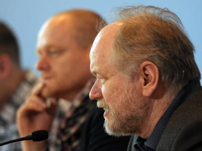 Der Spitzenkandidat der Piratenpartei, Joachim Paul (r.) bei einer Pressekonferenz. Im Hintergrund der Vorsitzende der Bundespartei der Piratenpartei, Bernd Schlömer. Foto: Caroline Seidel
