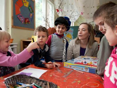 Bundesfamilienministerin Kristina Schröder (CDU) besucht den Jüdischen Kindergarten Gan Israel in Berlin. Foto: Jörg Carstensen/Archiv
