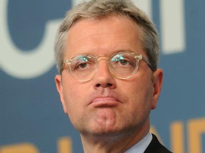 Norbert Röttgen will sich vorerst nicht zu den Hintergründen seiner Entlassung durch Kanzlerin Merkel äußern. Foto: Henning Kaiser/Archivbild
