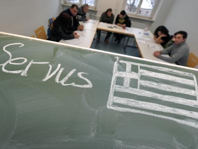 Im Nachbarschaftshaus Gostenhof in Nürnberg erhalten aus Griechenland eingewanderte Bürger Deutschunterricht. Foto: David Ebener