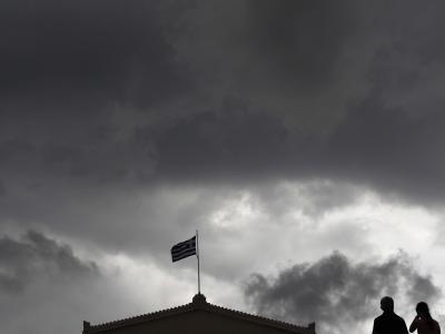 Dunkle Wolken über Athen