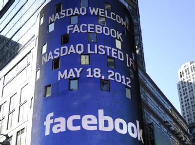 Das Facebook-Logo an der NASDAQ-Zentrale in New York. Foto: Andrew Gombert