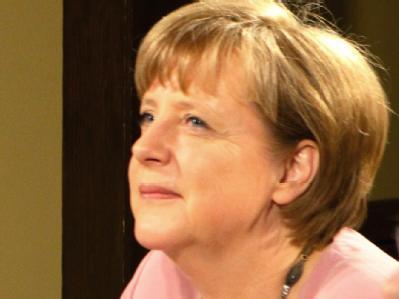 Die Europäer sind beim G8-Gipfel in den USA bestens vertreten - unter anderem mit Kanzlerin Merkel. Doch die ungelösten Probleme in Griechenland sind wieder einmal schwerer Ballast. Foto: Mikhail Klimentyev