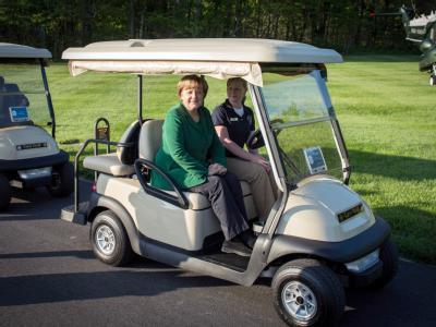 Bundeskanzlerin Angela Merkel auf dem Weg zur Unterkunft in Camp David - Deutschland hinkt unter den G8-Staaten bei seinen Versprechen auf dem letzten Gipfel hinterher. Foto: Bundesregierung/Guido Bergmann
