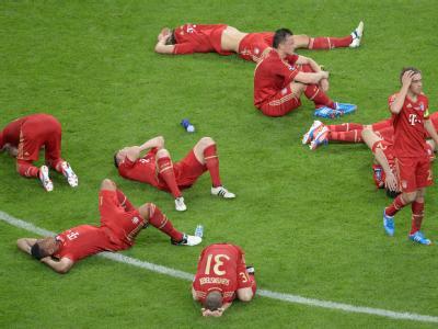 Am Boden zerstört: Bayern-Spieler nach der bitteren Niederlage. Foto: Peter Kneffel