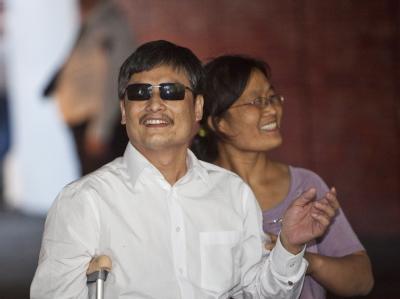 Wollen in den USA ein neues Leben beginnen: Chen Guangcheng und mit seiner Ehefrau Yuan Weijing in New York. Foto: Ramin Talaie