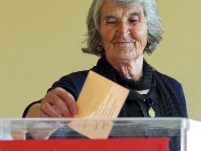 6,8 Millionen Wahlberechtigte sind in Serbien aufgerufen, ihre Stimme abgegeben. Zur Wahl stehen der langjährige Amtsinhaber Boris Tadic und der Oppositionsführer Tomislav Nikolic. Foto: Valdrin Xhemaj