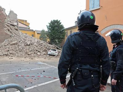 In Finale Emilia zeugen Trümmerberge von der Wucht der Beben. Foto: Elisabetta Barachi