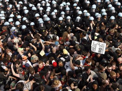 Proteste gegen den Nato-Gipfel in Chicago. Die Polizei sichert die Stadt mit mindestens 3000 Einsatzkräften. Foto: John Smierciak