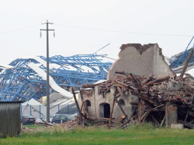 Die Bebenserie in Norditalien hat in Ferrara eine Fabrikhalle und zahlreiche weitere Gebäude zerstört. Foto: Carlo Ferraro