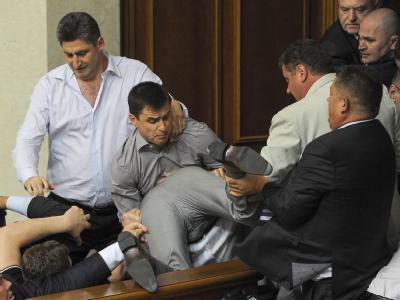 In den vergangenen Wochen haben sich Abgeordnete mehrmals wegen Meinungsverschiedenheiten im ukrainischen Parlament geprügelt. Foto: Aleksandr Svetlov