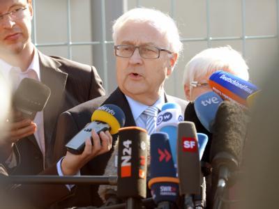 FDP-Fraktionschef Rainer Brüderle gibt in Berlin ein Statement ab. Foto: Rainer Jensen
