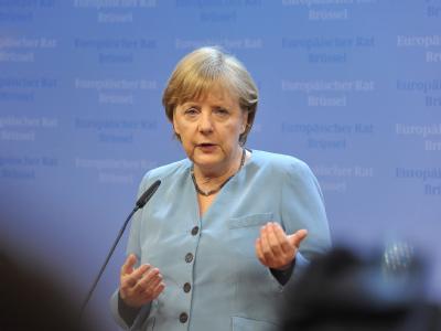 Es ist nicht mehr wie früher auf den EU-Gipfeln. Der Kanzlerin fehlt ihr Partner Sarkozy. Foto: Felix Kindermann