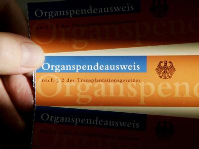 Nur eine Minderheit der Bundesbürger hat einen Organspendeausweis. Das soll sich nun ändern. Foto: Frank May
